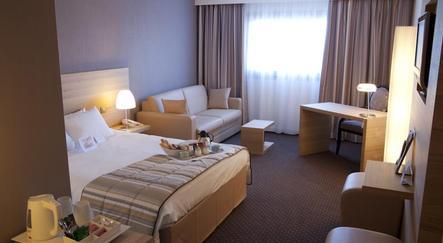 hotel mercure bordeaux le lac. Black Bedroom Furniture Sets. Home Design Ideas