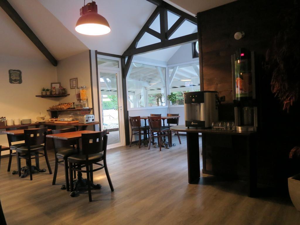hotel wood inn bordeaux a roport. Black Bedroom Furniture Sets. Home Design Ideas